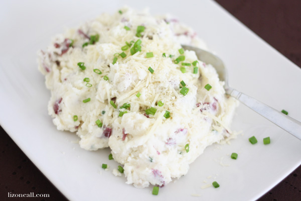 Make mashed potatoes extra special and try these roasted garlic parmesan mashed potatoes for your next sunday dinner - lizoncall.com