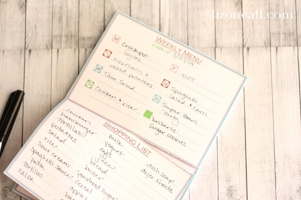 This weekly menu notepad helps make dinner time run so much easier.  Especially for those busy school days.