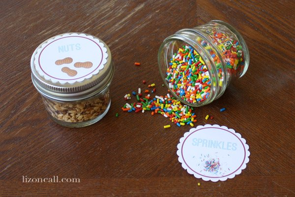 put together a fun ice cream sundae kit with these free printables, makes a great neighbor gift - Liz on Call #icecream #sundae #gift