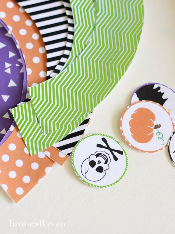 Free Printable Halloween cupcake wrappers and toppers, great for a #halloween #party - Liz on Call