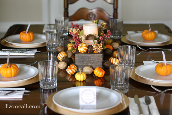 Let your loved ones know you are thankful for them with these printable thanksgiving place cards.  Plus a simple table scape.