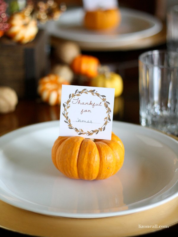 Let your loved ones know you are thankful for them with these printable thanksgiving place cards.