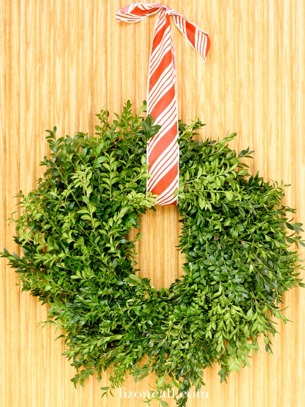 A fresh green wreath from the store makes a simple Christmas wreath - lizoncall.com
