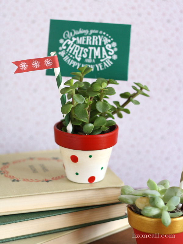 Teacher gift ideas with free printable holiday gift tag flags.
