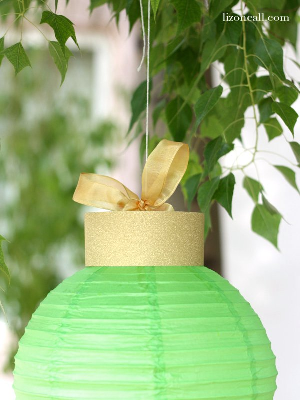 These giant Christmas ornaments are so simple to make using paper lanterns and some gold scrapbook paper. - lizoncall.com
