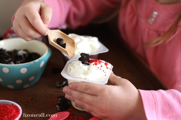 Pudding Cup Cupcakes bar with #snackpackmixins and free printable tags #ad