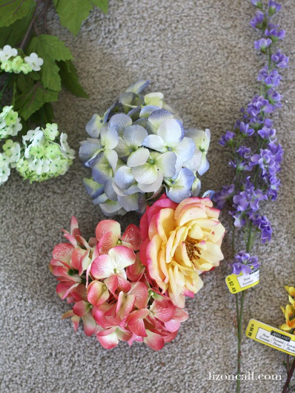 This simple spring wreath can be put together in 30 minutes - lizoncall.com