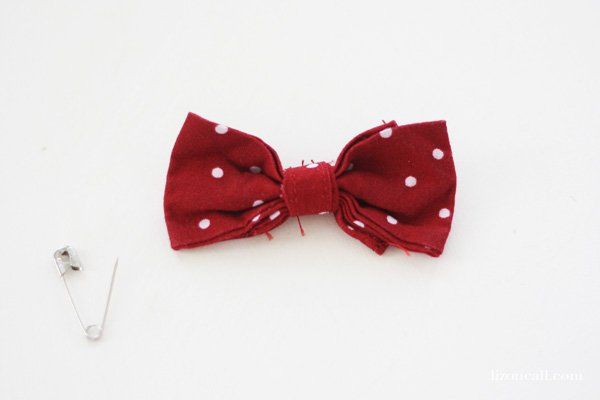 Easy Mickey Mouse t-shirt tutorial using iron on vinyl - add a cute bow and make Minnie Mouse