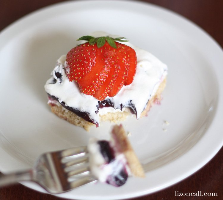 Red, white and blueberry cream pie bars are a festive no bake dessert, perfect for summer - lizoncall.com