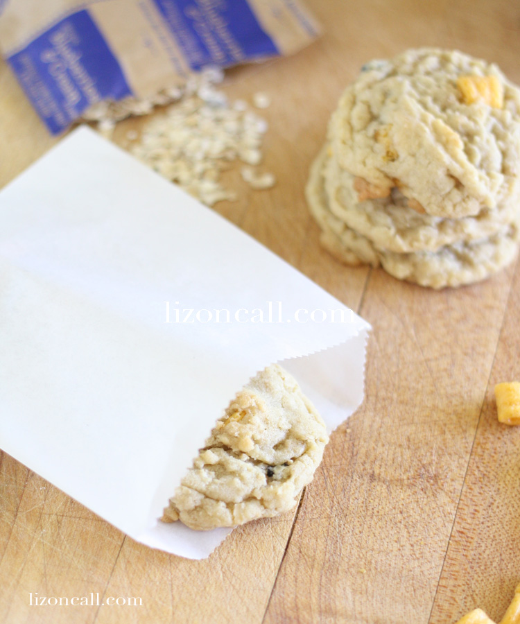 Blueberry, banana crunch cookies. Perfect for school lunch boxes or after school treat #quakertime #ad