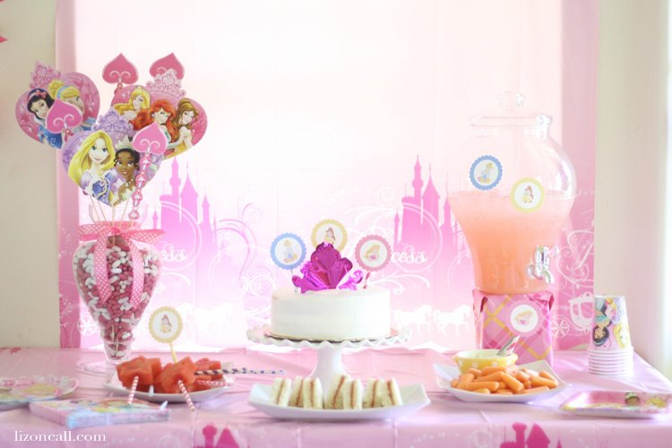 Fun princess birthday party with lots of tips, tricks and printables #bdayonabudget #ad
