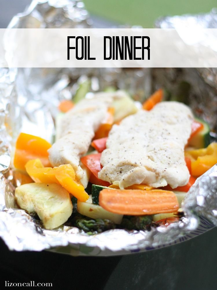Chicken and vegetables foil dinner packets make dinner prep and clean up a breeze. Plus they taste good! - lizoncall.com