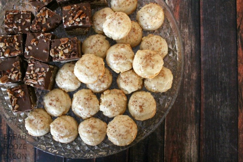 Round up of delicious Christmas Cookies to make this year for your neighbors
