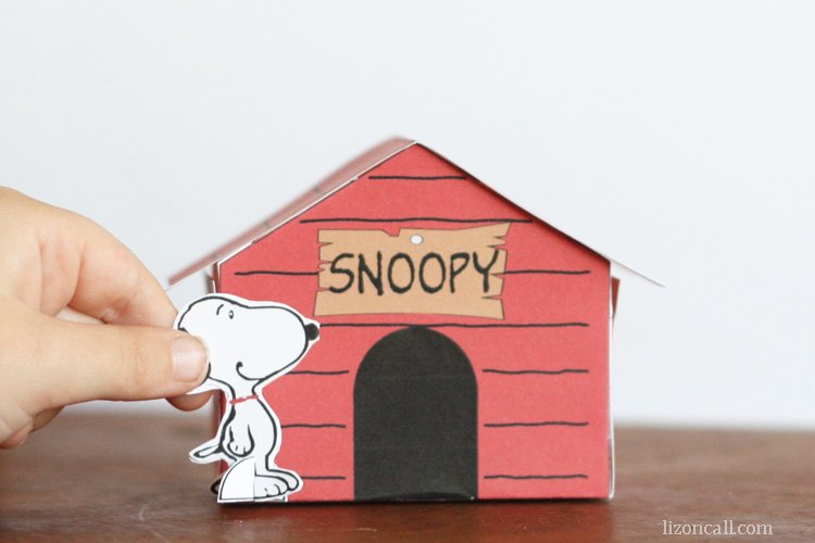 Printable Snoopy Dog house - a fun craft to do with the kids. Plus 10 more recipe and craft ideas to get them excited about the new Peanuts movie. - lizoncall