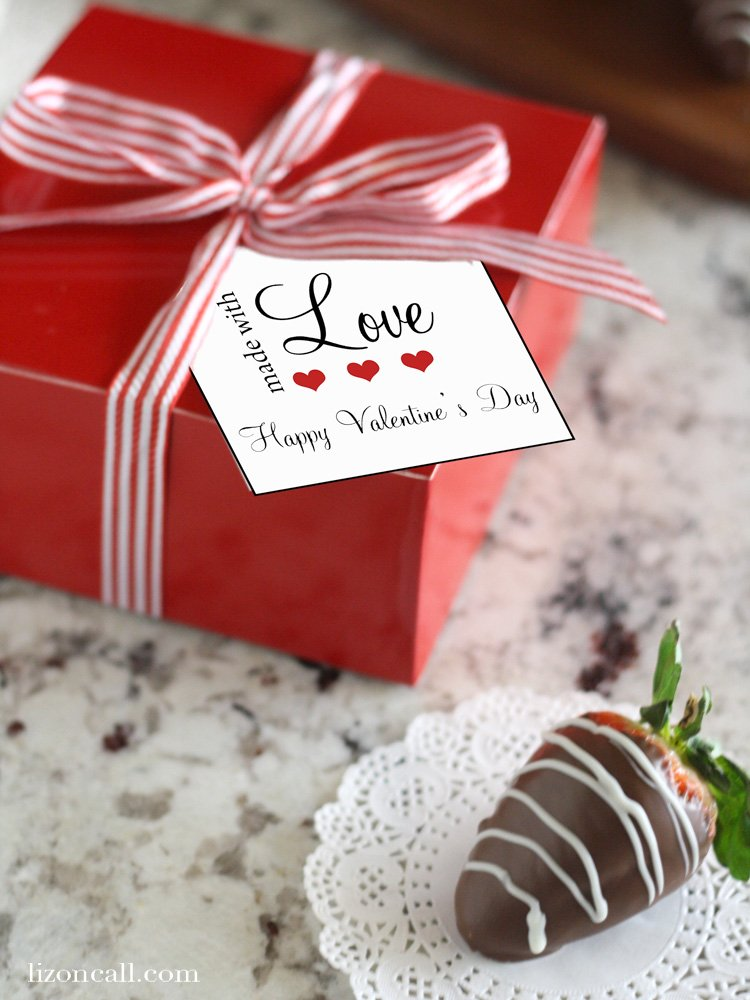 Tips for making chocolate covered strawberries plus free printable gift tags for gifting to your loved ones.
