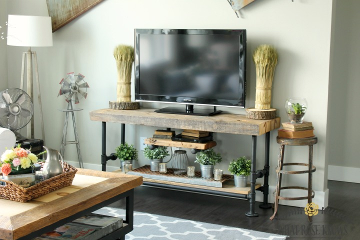 http://lizoncall.com/wp-content/uploads/2016/05/Reclaimed-Wood-Pipe-tv-stand-3.jpg