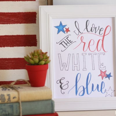 Free hand lettered 4th of July printable. I love the red, white and blue print.