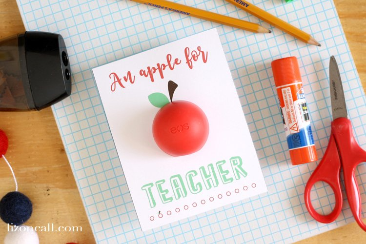 Teacher appreciation gift. Give teachers a little something fun for the first day of school with this free printable back to school EOS teacher gift idea. An apple for teacher EOS gift idea.