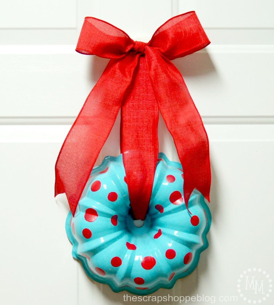 http://lizoncall.com/wp-content/uploads/2017/01/bundt-pan-wreath.jpg