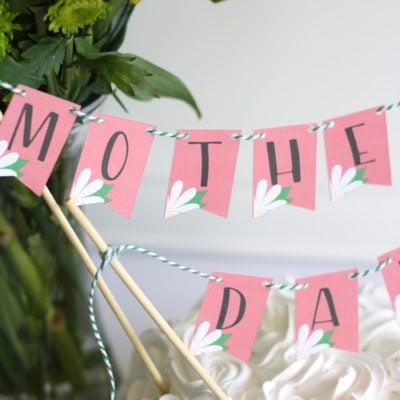 Add this cute mini Mother's Day bunting banner to your mantel, your decor or to your mom's breakfast tray and make her feel extra special this MOther's Day. The free cut file makes this Mother's Day banner so easy to make by using print and cut with the Cricut Explore Air 2.