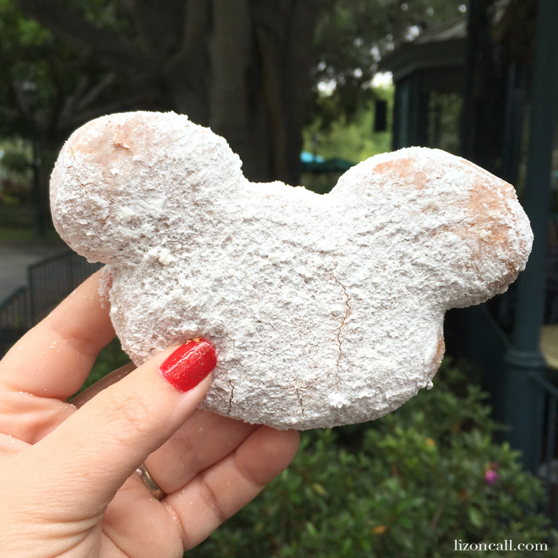 Going to Disneyland can be expensive, but you can enjoy some yummy treats at the park even if you're traveling on a budget. Check out these 5 treats for under $5 at Disneyland Park.