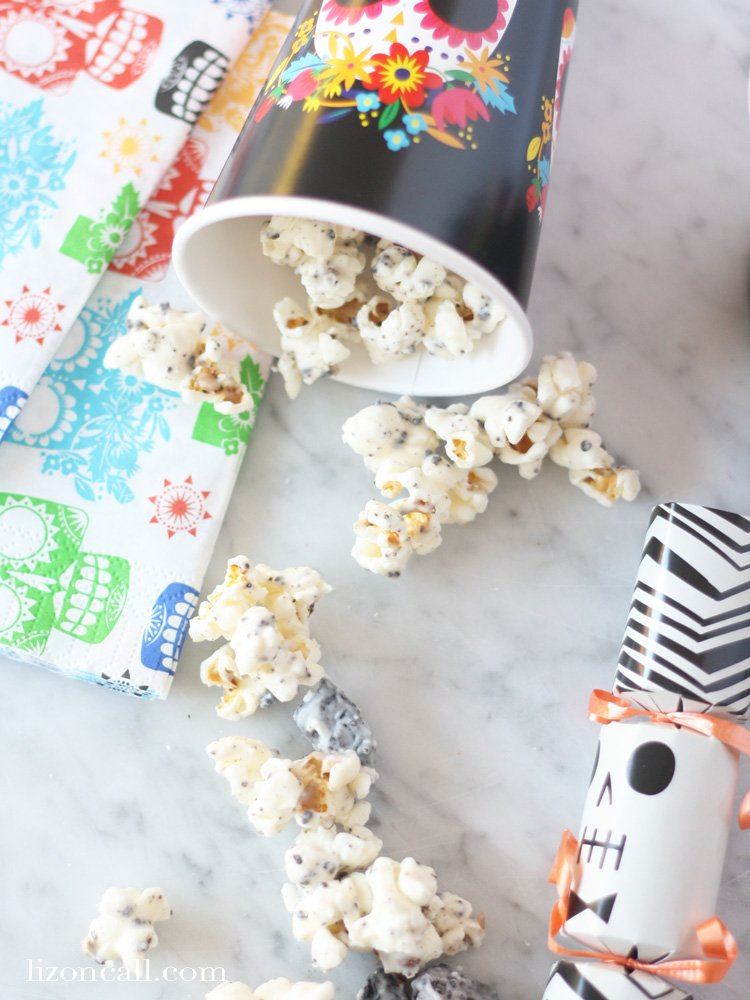 To get the kids excited about the new movie Disney's Coco, we made up a batch of this yummy cookies and cream popcorn. #cookiesandcreampopcorn #cocomovie #disneycoco #popcorn #recipe