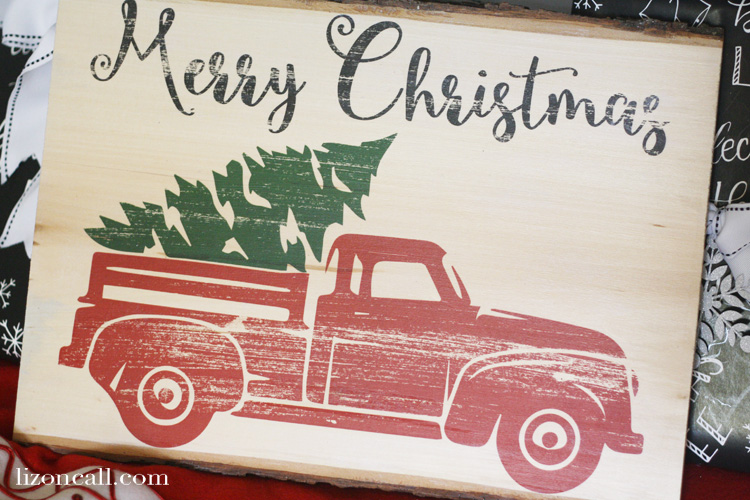I love that this photo transfer Christmas sign has a fun rustic look, perfect for this vintage truck and tree design. How to photo transfer to wood. #phototransfer #Christmas #vintage #truckandtree