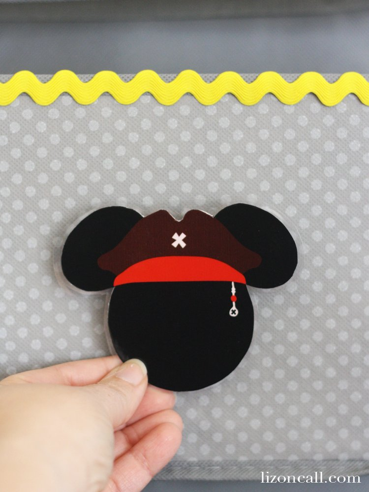 Headed on a Disney Cruise soon? Make this no sew Disney Cruise fish extender DIY to take part in some added extra magic while on board. Kids and adults love participating in the Disney Cruise Fish Extender program.#disneycruise #fishextenderdiy
