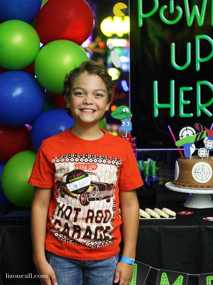 This Ultimate Gaming Partywill be a hit with your tween boy. I've got all the details and free printables to help you plan your tween boy birthday party.