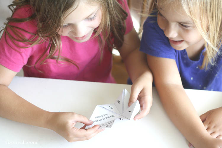 The kids will love this Back To School Fortune Teller. There are lots of fun ideas on how to make back to school fun and not so scary. #backtoschool #fortuneteller