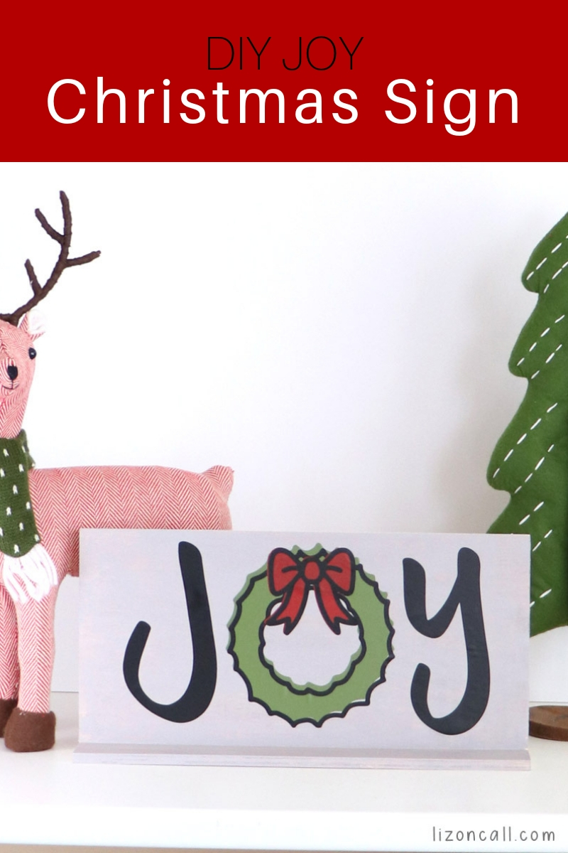 This DIY Christmas sign would make a great last minute Christmas gift or Christmas decoration for your home. #christmassign