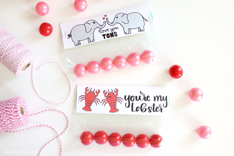 Use your favorite Valentine's cut files to create these Valentine's Bag Toppers and make easy Valentine's treats for classrooms, friends, neighbors and loved ones.