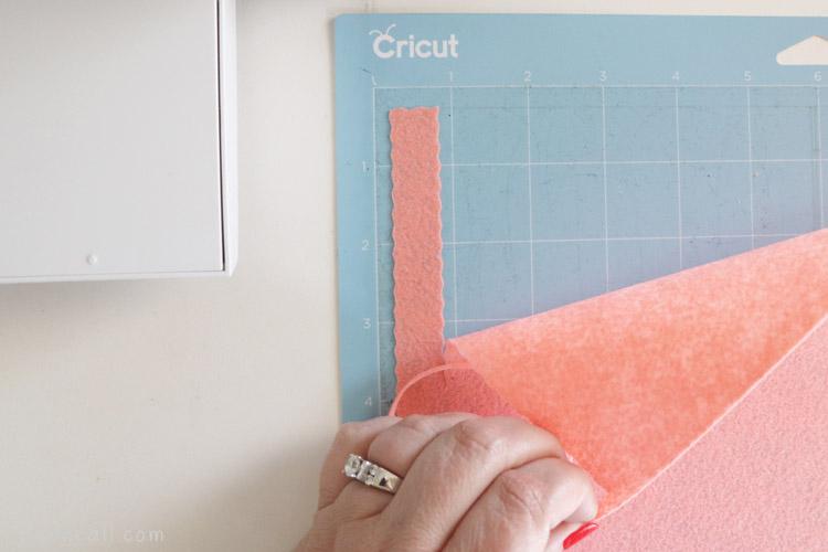 Wavy blade ribbon cut from Cricut felt