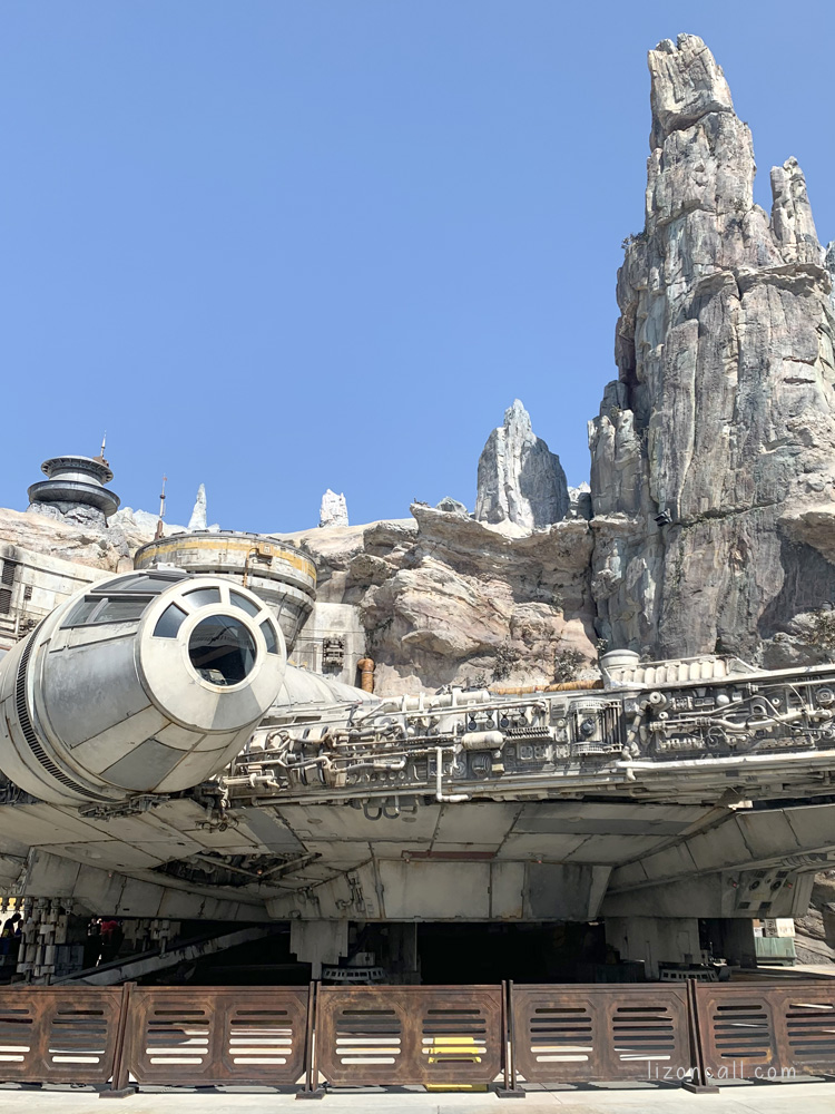Star wars land picture of the Millenium Falcon