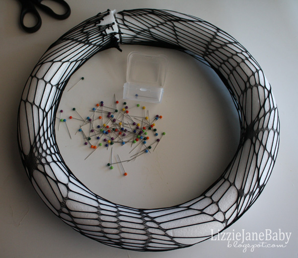 how to make a small spider web out of yarn